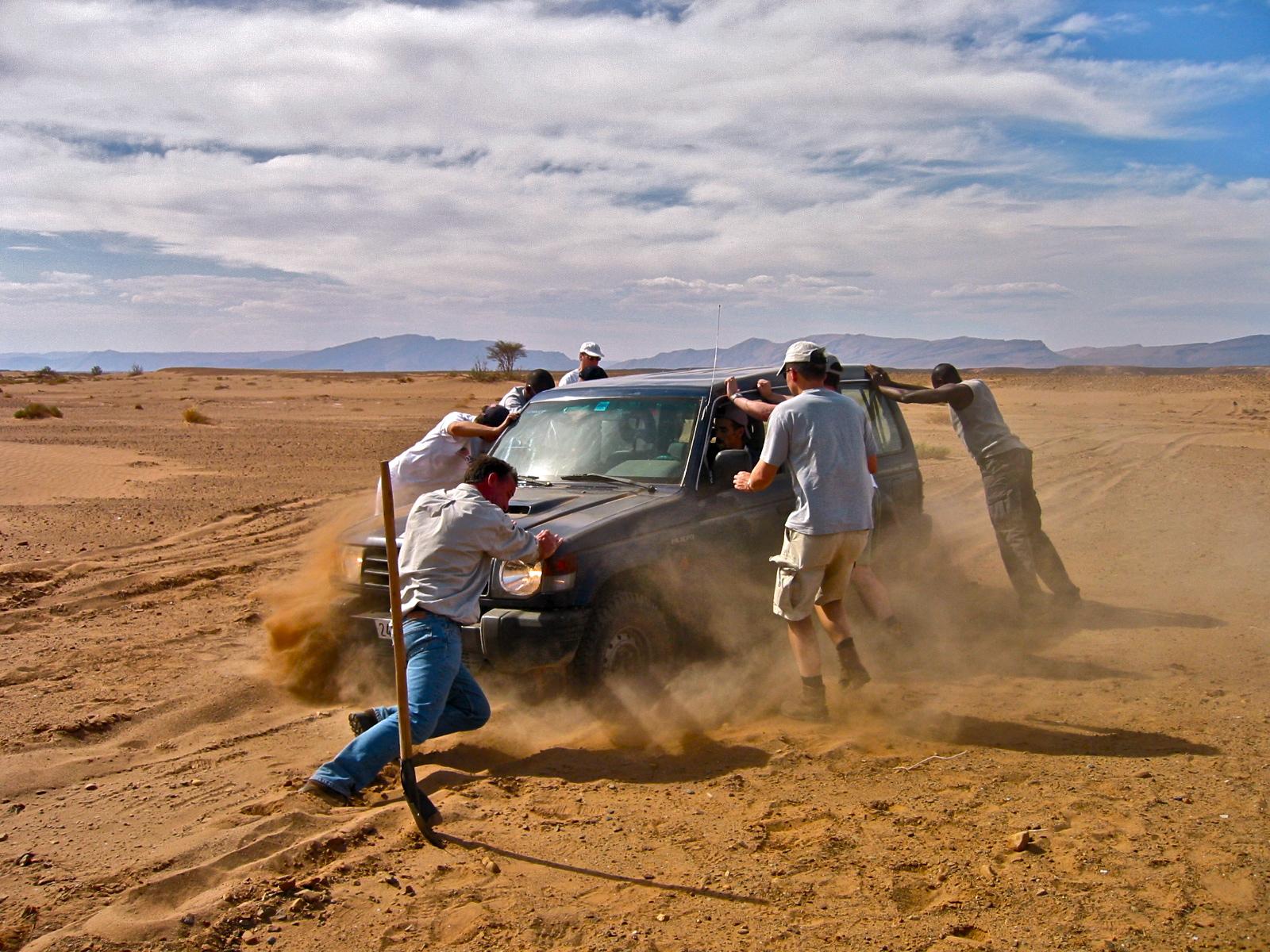 Jeep insabbiata. Ouarzazate (Marocco), Maggio 2003