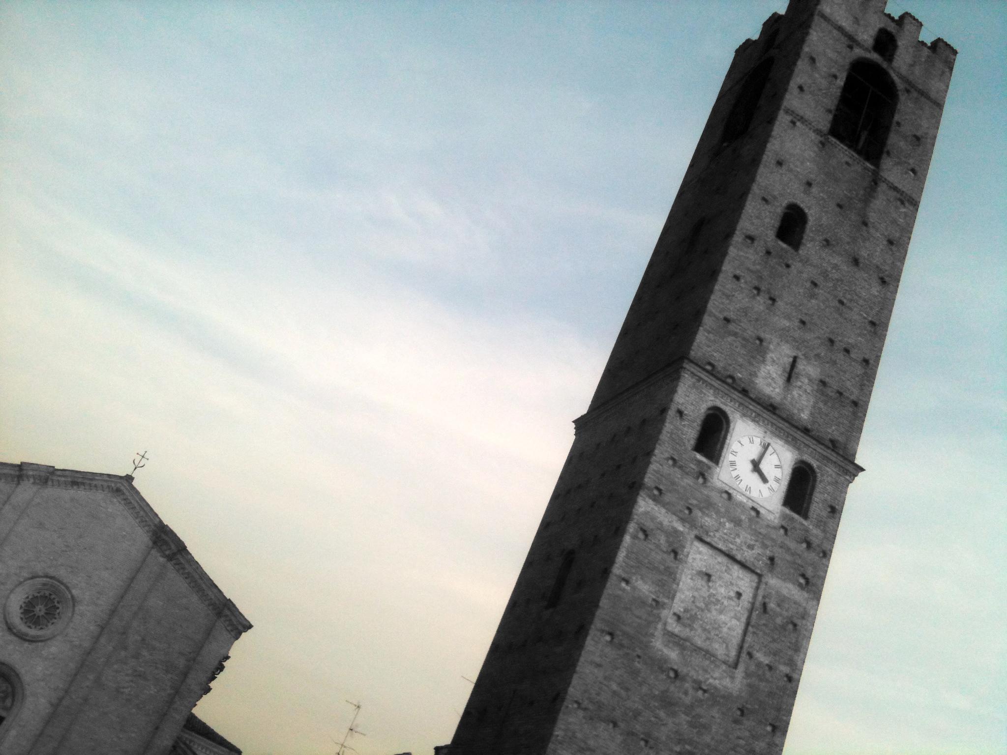 Parrocchiale e Torre campanaria. Mozzanica (BG), Novembre 2011